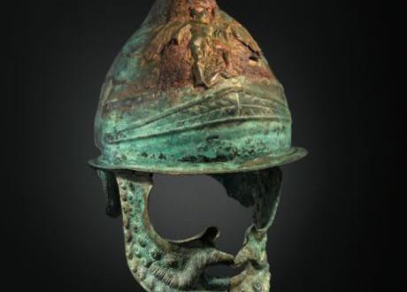 Casque thracien en bronze finement décoré