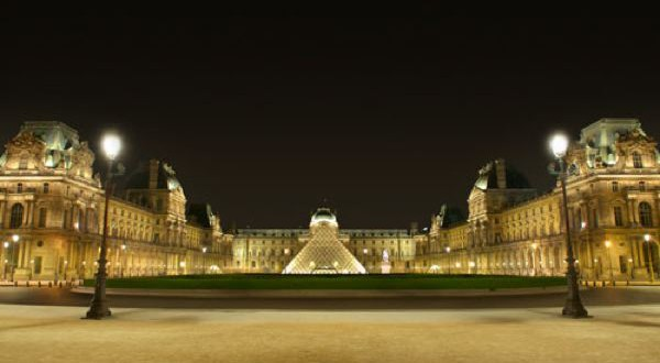Eclairage cour Napoleon Louvre