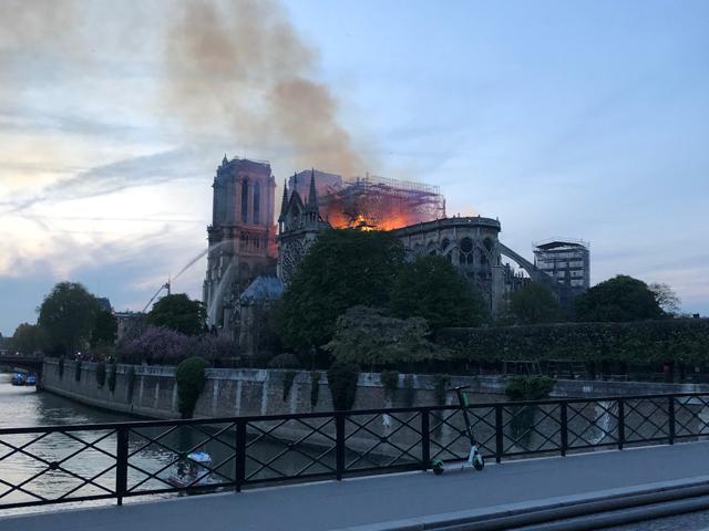 Après le drame, restaurer au plus vite Notre-Dame de Paris