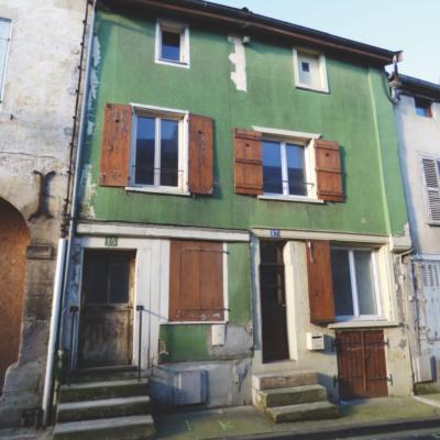 Maison rue des Royaux à Joinville (52) avant.